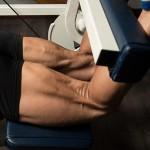 脚を太くしたいのならスクワットだけでは不十分。厚みのある肉厚な脚にするにはレッグカールは必須です!